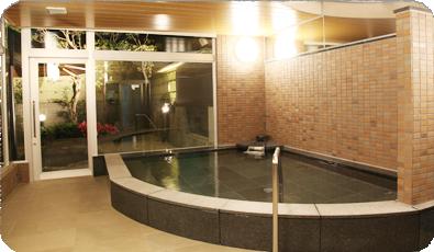 湯煙立ち込める大浴場